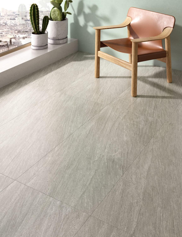 dettaglio di rendering di soggiorno con pavimento in ceramica effetto pietra e arredi moderni
