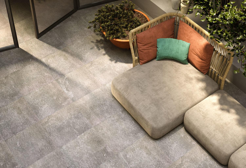 render di spazio outdoor con pavimentazione in pietra e sedute visti dall'alto
