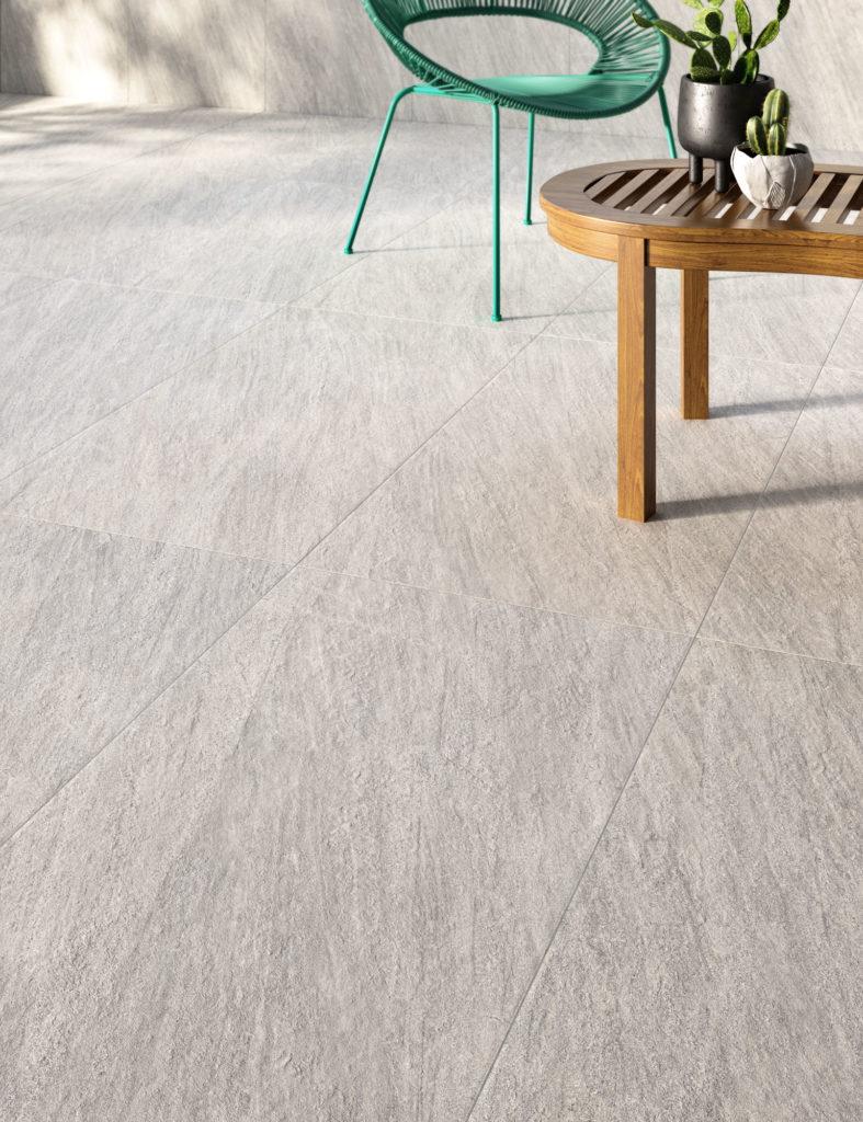 dettaglio di rendering di outdoor con pavimento in ceramica effetto pietra e arredi moderni