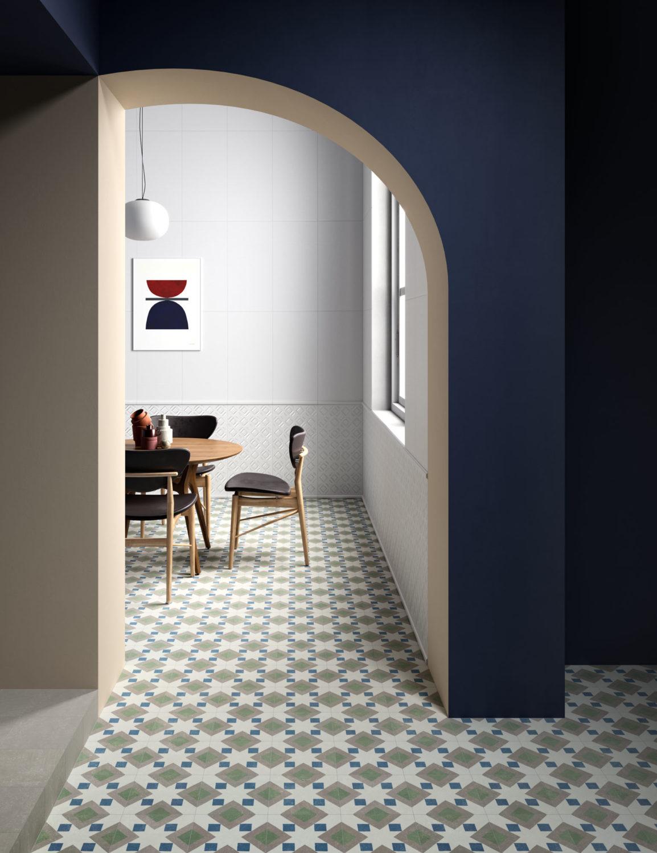 rendering di pavimento in piastrelle con vista di tavolo e sedie sullo sfondo