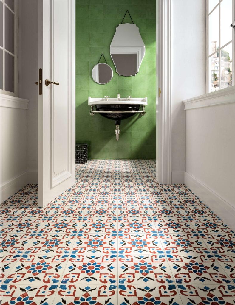 rendering di pavimento e rivestimento in ceramica con porta aperta su bagno